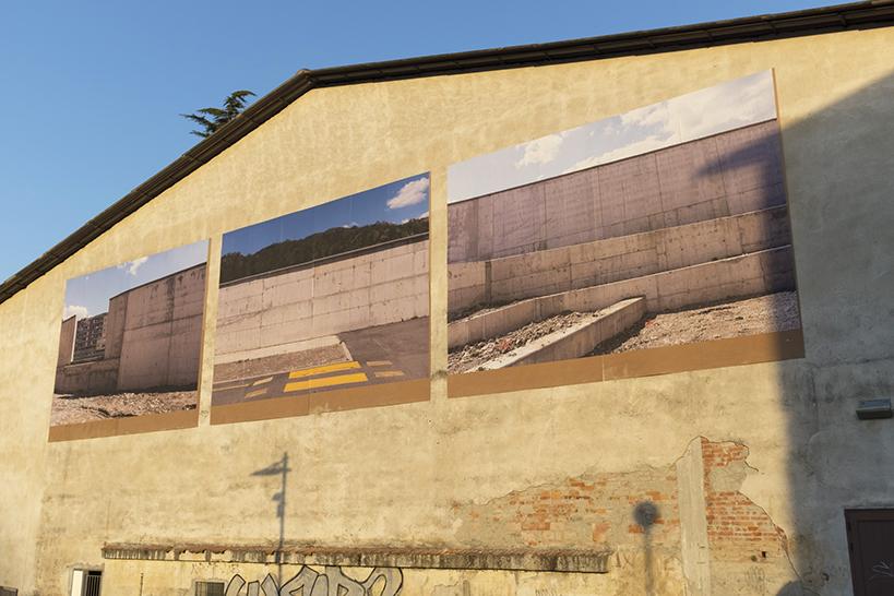 The Wall \ Saluti da Aulla di Alessandro Trapezio